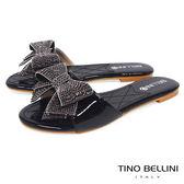 Tino Bellini 華麗亮鑽層次蝴蝶結平底涼拖鞋 _ 黑 F83019