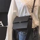 斜背小方包 包包女新款潮韓國ins超火小方包簡約寬肩帶風琴包側背斜背包