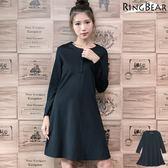 洋裝--簡約大方清新脫俗圓領胸排釦素面A襬長袖洋裝(黑XL-4L)-A258眼圈熊中大尺碼