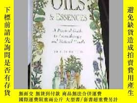二手書博民逛書店ESSENTIAL罕見OILS ESSENCES SHIRLEY