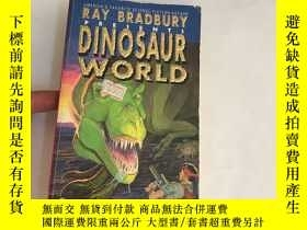 二手書博民逛書店Ray罕見Bradbury Presents Dinosaur