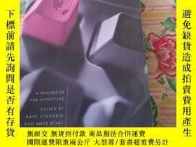 二手書博民逛書店Covering罕見Globalization: A Handbook for ReportersY18689