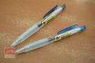 良 自動中性筆 透明筆桿 黑&藍