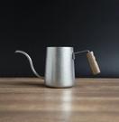 金時代書香咖啡 Minos 300ML 無蓋胡桃木耳掛手沖壺 石洗色 Minos-300ML-TN