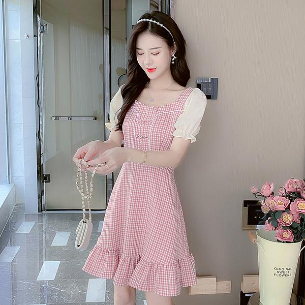 VK旗艦店 中國風復古改良盤扣格紋方領泡泡袖魚尾裙短袖洋裝