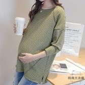 孕婦上衣長袖t恤寬松大碼條紋純棉孕婦打底衫內搭秋款【時尚大衣櫥】