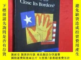 二手書博民逛書店Should罕見the Us Close Its Borders