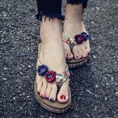 新款沙灘鞋拖鞋女夏海邊防滑外穿厚底夾腳涼拖中跟度假時尚人字拖   夢曼森居家