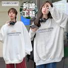 EASON SHOP(GQ2865)實拍簡約字母撞色塗鴉刺繡落肩寬鬆寬版圓領長袖素色棉大學T恤女上衣服內搭衫修身