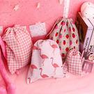 【BlueCat】粉色系草莓格子棉麻收納袋 束口袋 (小)