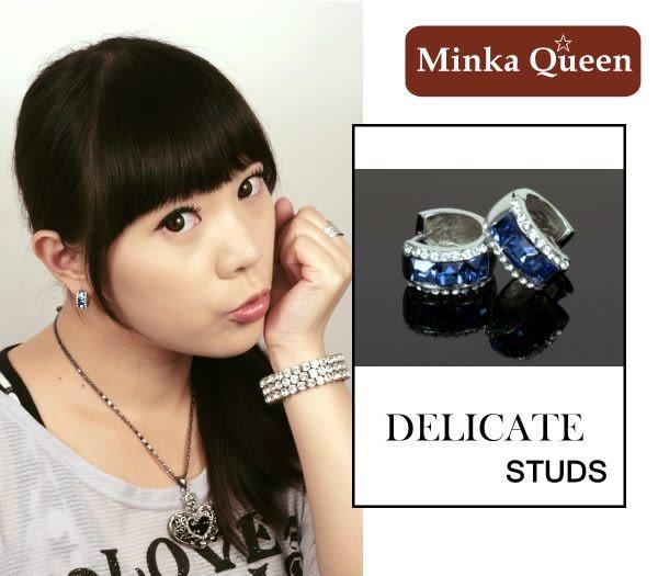 德國鈦鋼 深藍三排滿鑽造型 精緻水鑽、鋯石抗敏易扣耳環(一對)(15 mm)