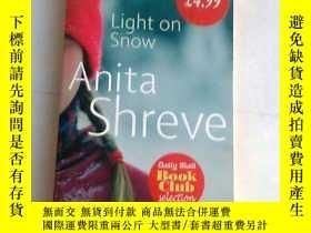 二手書博民逛書店Light罕見on Snow【雪上之光 有多少愛可以重來,安妮塔