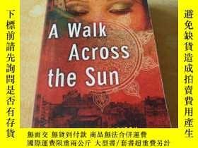 二手書博民逛書店英文原版【罕見A Walk Across the Sun】Y17