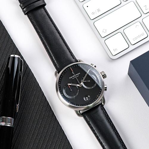 Nordgreen 42mm 極夜黑真皮錶帶 Pioneer先鋒 北歐設計師手錶 藍寶石鏡面 計時碼錶 月光銀殼 極夜黑錶盤