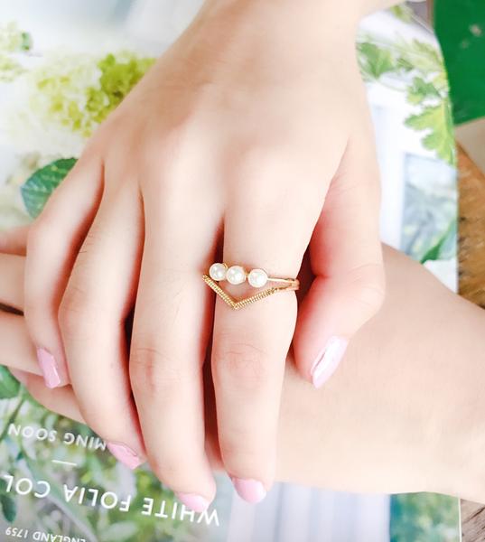 正韓立體三角珍珠戒指~~夏綠蒂didi-shop