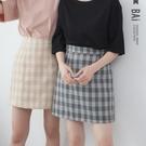 褲裙 滿版格紋後拉鍊A字短裙M-L號-B...