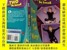 二手書博民逛書店TWO罕見OF A KIND ONE TWIN TOO MANY (兩個同類的,一個雙胞胎太多了)Y20039