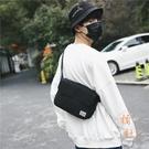 斜背包男潮帆布郵差包日系簡約復古寬肩背包側背包【橘社小鎮】