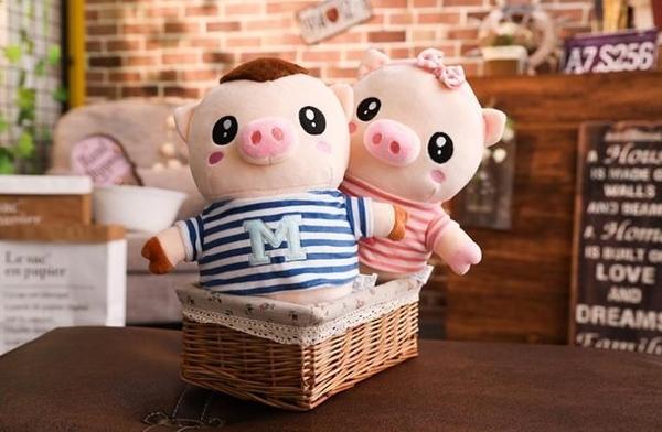 【30公分】M字情侶豬玩偶 絨毛娃娃 聖誕節交換禮物 教室布置 畢業禮物