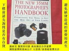 二手書博民逛書店THE罕見NEW35MM PHOTOGRAPHER S HAND