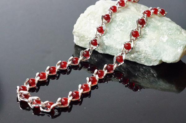 喨喨飾品 # 紅玉髓項鍊 # 銅鍍白K,質地細膩,晶瑩剔透,色澤純正濃厚。 A429