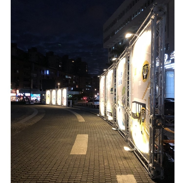 集樂城燈光音響 TRUSS+LED投射燈-戶外展覽背板照明 依造施工距離及尺寸報價