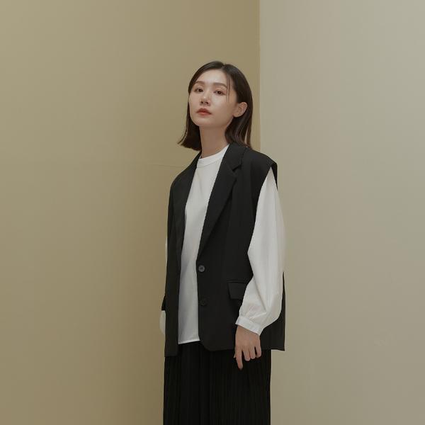 Queen Shop【02080151】率性剪接設計無袖西裝背心*現+預*