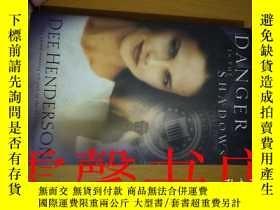 二手書博民逛書店Danger罕見in the Shadows BEE HENDERSONY18434 出版2003