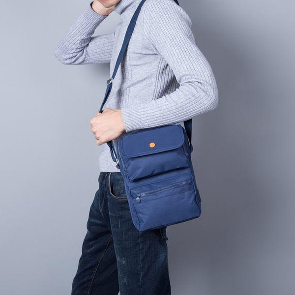 《WEEKEIGHT》簡約時尚旅行大容量多功能收納側背包/斜背包