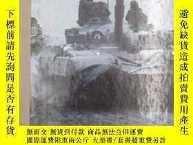 二手書博民逛書店The罕見Armored fistY19139 Various.