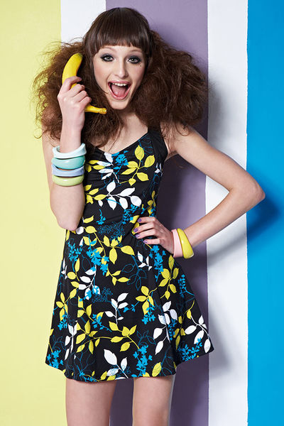 【出清專區 】APPLE蘋果牌泳裝↘成本出清~大女藍底黃白藍枝葉洋裝式連身裙泳衣 附泳帽 NO.12493