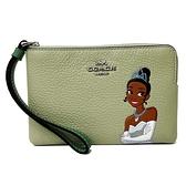 【COACH】Disney聯名款迪士尼公主系列手拿零錢包(綠)