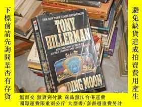 二手書博民逛書店FINDING罕見MOON TONY HILLERMANY171