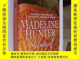 二手書博民逛書店Secrets罕見of Surrender by Madelin