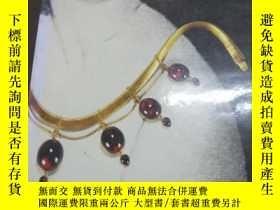 二手書博民逛書店The罕見Necklace: From Antiquity to
