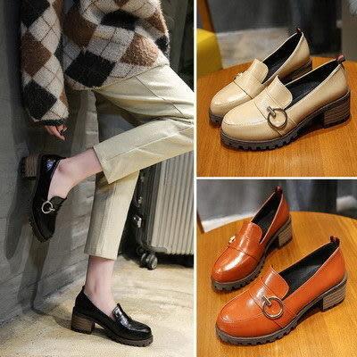 包鞋韓版包鞋OL通勤風圓頭金屬飾粗跟高跟鞋【02S8575】