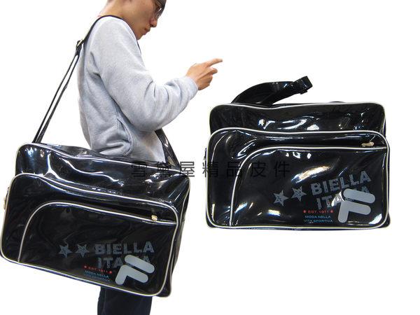 ~雪黛屋~FILA 旅行袋中容量運動休閒外出購物防水鏡面PVC材質輕巧壓扁收納肩背斜側背BLK7002BK