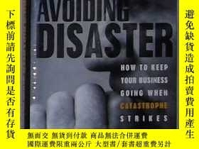 二手書博民逛書店英文原版罕見Avoiding Disaster by John
