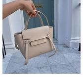 ■專櫃85折■ 全新真品■Celine 珠地小牛皮袖珍型Nano Belt 手袋包 奶茶色