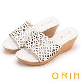 ORIN 簡約時尚 嚴選牛皮簍空雕花楔型拖鞋-白色