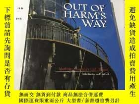 二手書博民逛書店英文原版:OUT罕見OF HARM S WAY 不受傷害Y182
