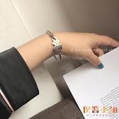 小熊手鐲女手飾品小眾原創設計鏤空金屬手環簡約手鏈【倪醬小舖】