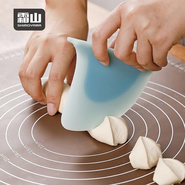 【日本霜山】鯊魚鰭造型料理烘焙矽膠刮板 (可吊掛收納/IF設計大獎) (矽膠刮刀 切麵刀 刮板)