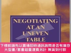 二手書博民逛書店預訂Negotiating罕見At An Uneven Table: Developing Moral Coura