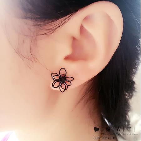 【Q30A75】魔衣子-氣質簡約雙層鏤空花朵耳環