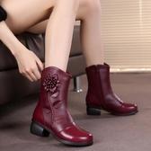 媽媽短靴 冬季女鞋民族風皮質女靴中跟復古短靴花朵中筒靴粗跟加絨媽媽棉靴【免運】
