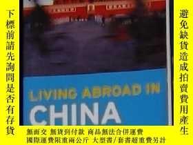 二手書博民逛書店英文原版罕見Moon Living Abroad in Chin
