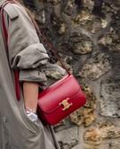 ■專櫃72折■Celine 專櫃真品 瑟琳亮面Box小牛皮中型Triomphe手袋 紅色