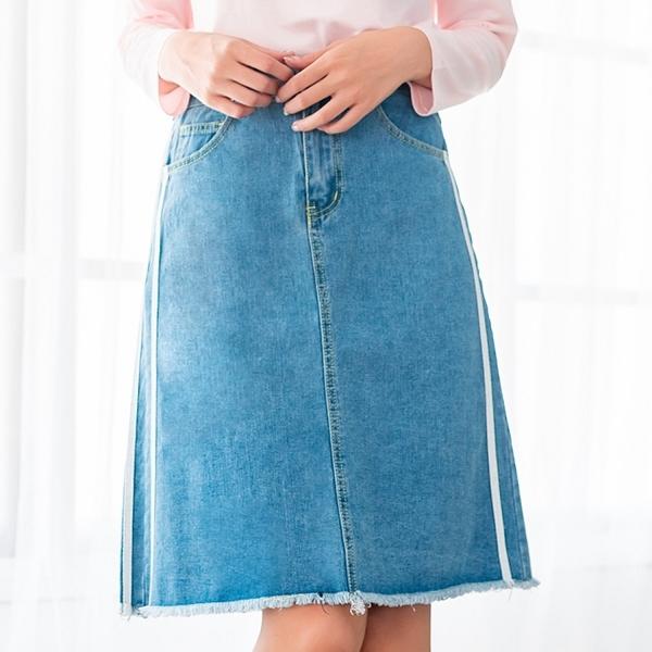 修身--休閒百搭織帶鈕扣高腰鬆緊毛邊開衩口袋A字牛仔短裙(藍M-5L)-Q99眼圈熊中大尺碼