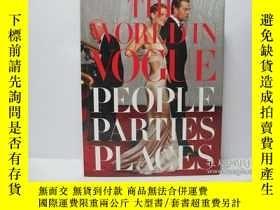 二手書博民逛書店The罕見World in Vogue: People, Par